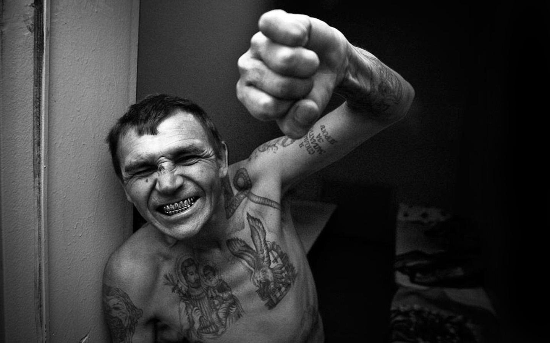Секс в тюрьме с петухом 17 фотография