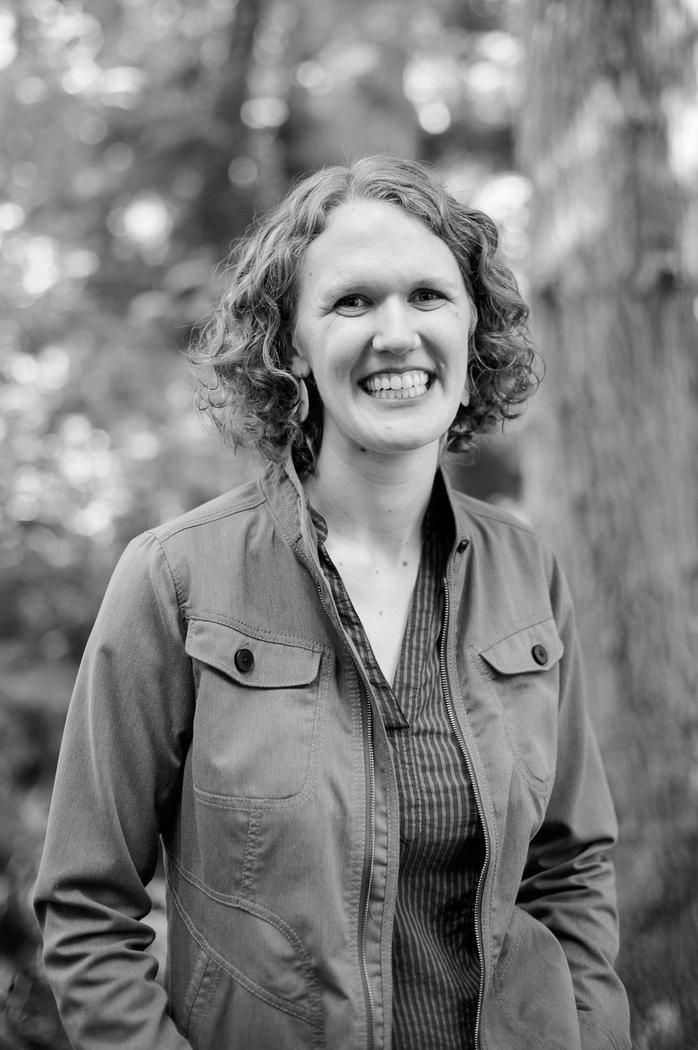 Lara Bergman wichst sich wieder die Votze